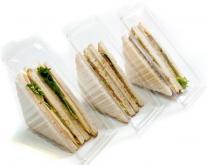 Упаковка сэндвичей в лотки